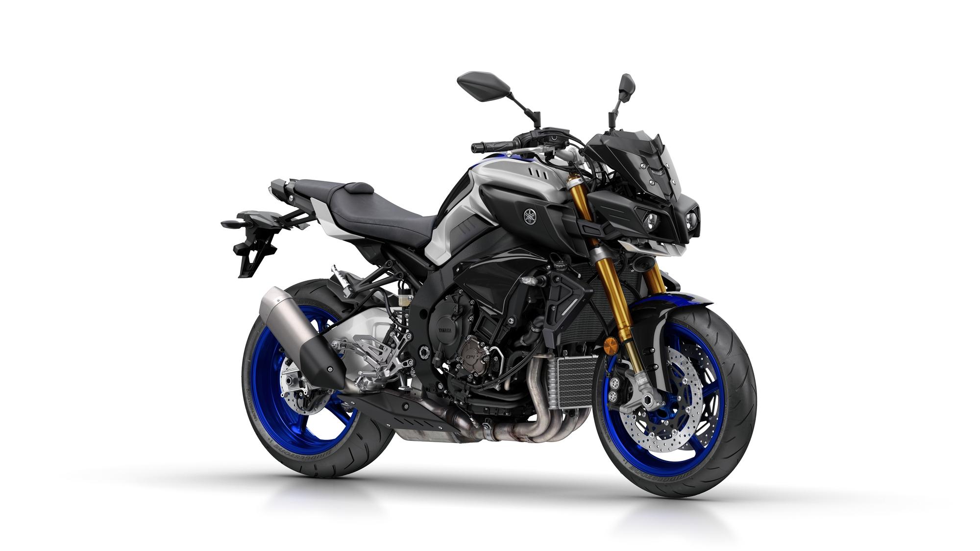 2017-Yamaha-MT10DX-EU-Silver_Blu_Carbon-Studio-001-03