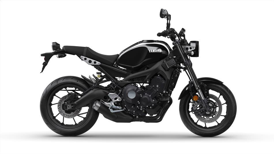 2018-Yamaha-XSR900-EU-Midnight-Black-Studio-002
